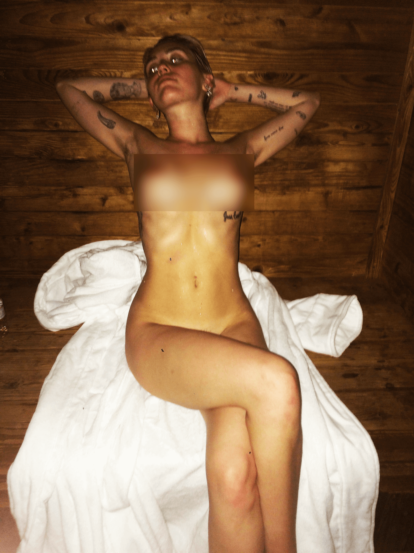 Miley Cyrus in sauna